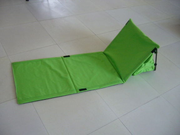 folding beach mat with cooler bag
